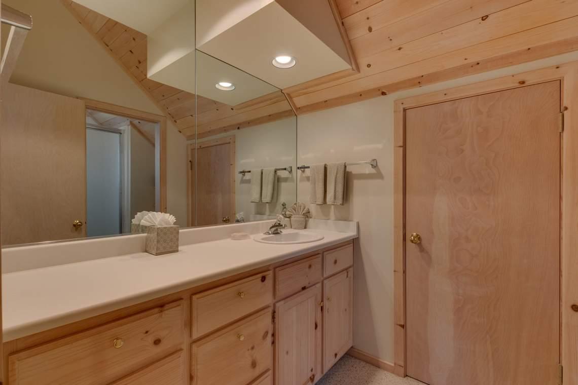 8245-Meeks-Bay-Ave-Tahoma-CA-large-012-015-Bathroom-1500x1000-72dpi