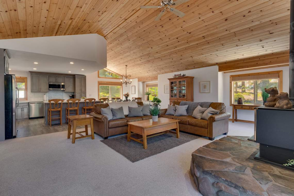 350-Lakeview-Dr-Tahoma-CA-large-001-023-Living-Room-1500x1000-72dpi