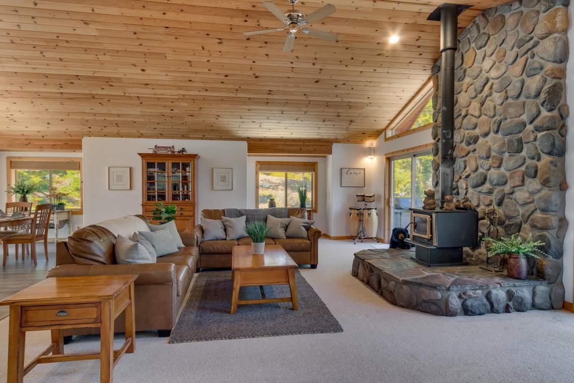 350-Lakeview-Dr-Tahoma-CA-large-006-032-Living-Room-1500x1000-72dpi