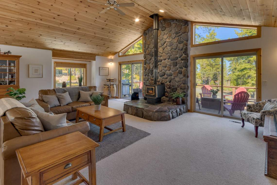 350-Lakeview-Dr-Tahoma-CA-large-007-024-Living-Room-1500x1000-72dpi