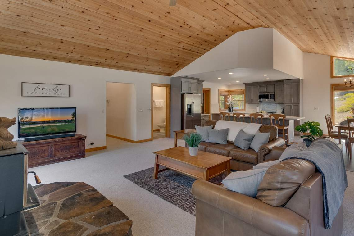 350-Lakeview-Dr-Tahoma-CA-large-009-005-Living-Room-1500x1000-72dpi