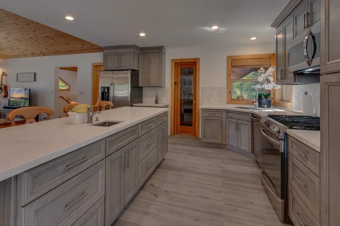 350-Lakeview-Dr-Tahoma-CA-large-012-011-Kitchen-1500x1000-72dpi
