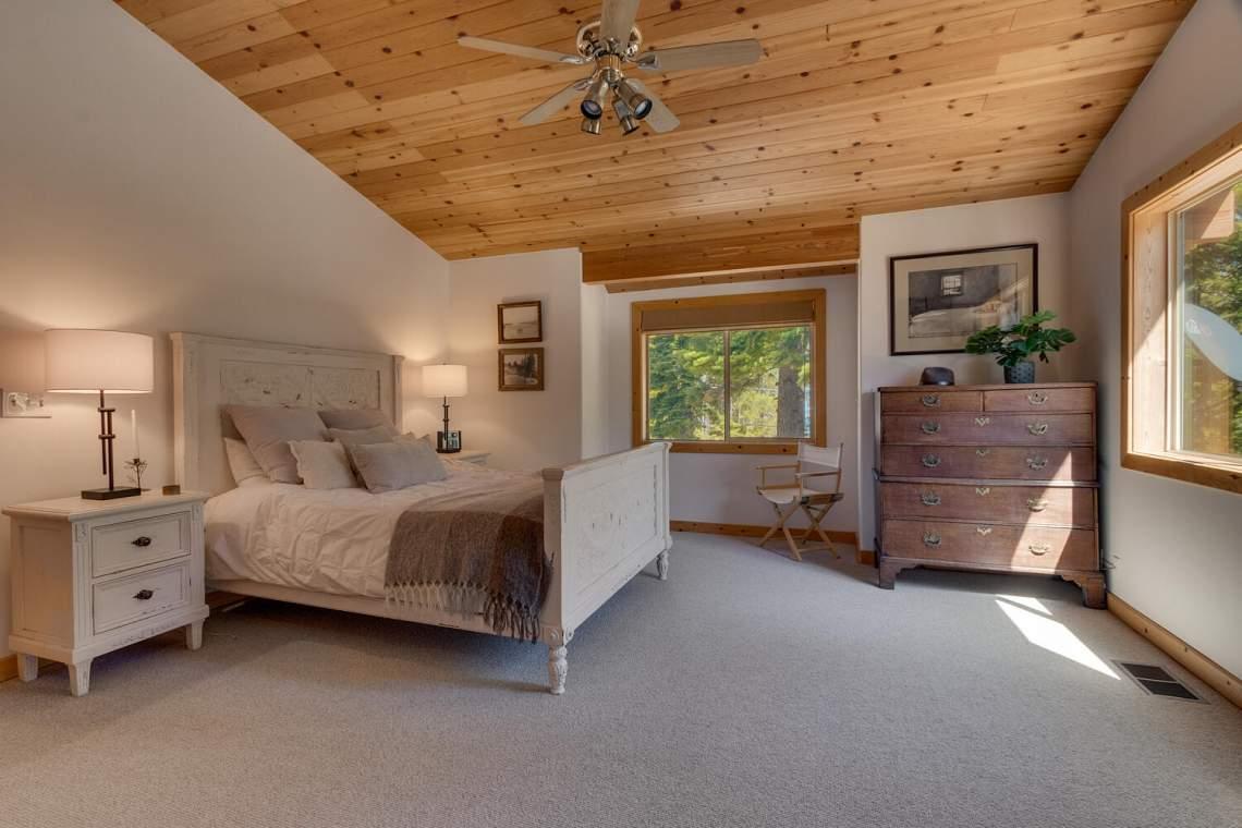 350-Lakeview-Dr-Tahoma-CA-large-014-020-Master-Bedroom-Ensuite-1500x1000-72dpi