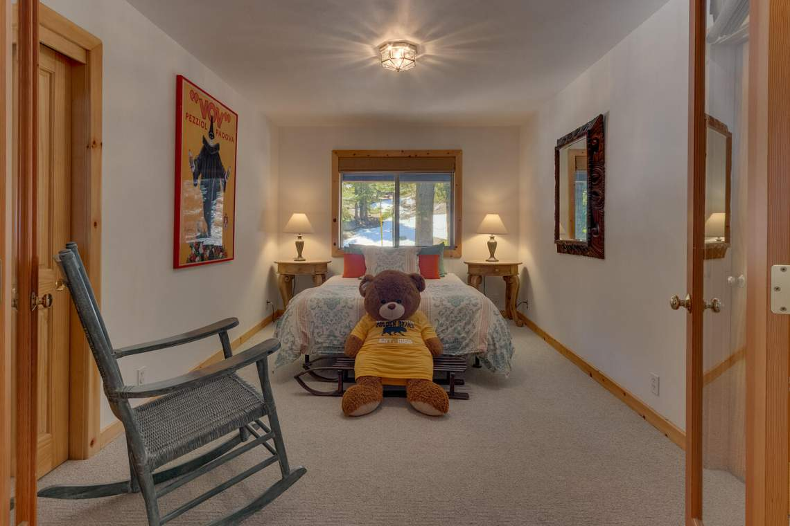 350-Lakeview-Dr-Tahoma-CA-large-017-010-Bedroom-1500x1000-72dpi