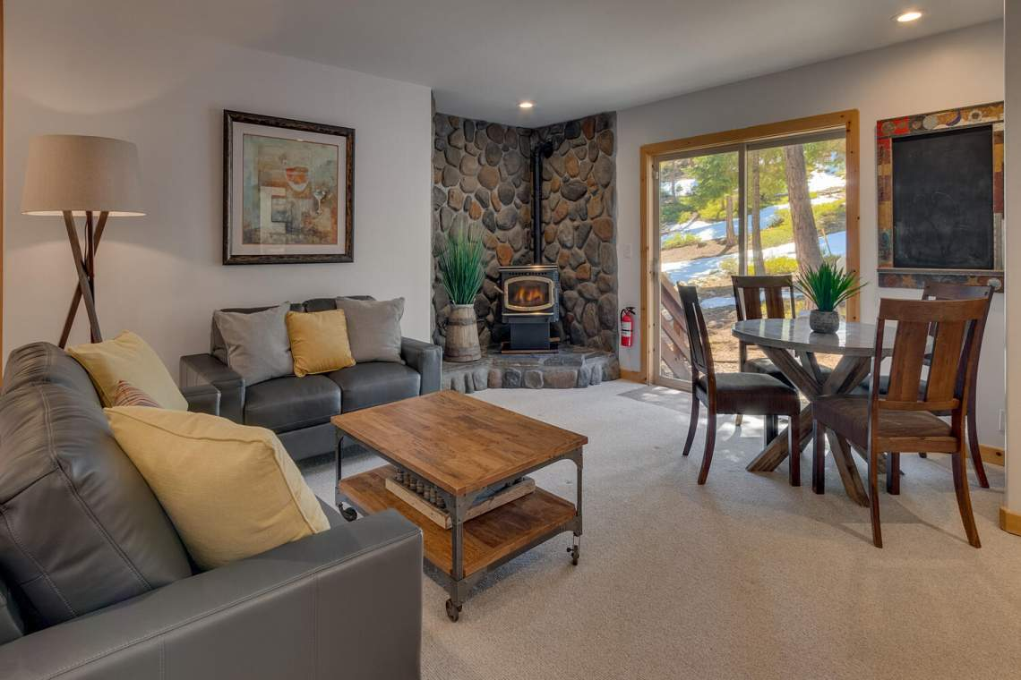 350-Lakeview-Dr-Tahoma-CA-large-019-003-Family-Room-1500x1000-72dpi