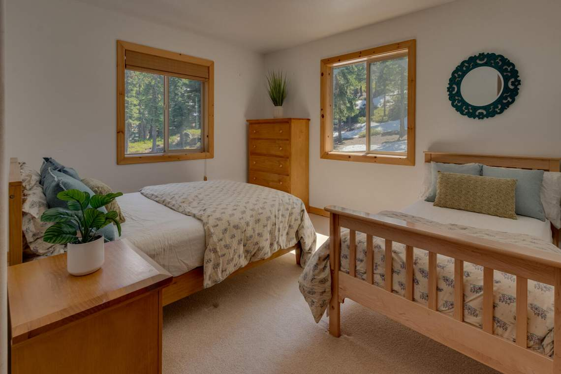 350-Lakeview-Dr-Tahoma-CA-large-024-015-Bedroom-1500x1000-72dpi