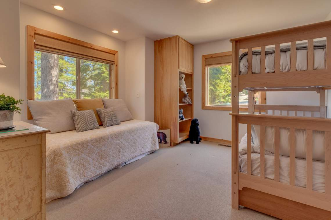 350-Lakeview-Dr-Tahoma-CA-large-026-018-Bedroom-1500x1000-72dpi