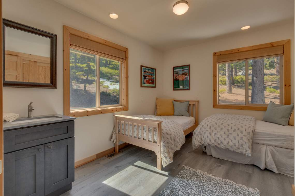 350-Lakeview-Dr-Tahoma-CA-large-028-028-Bedroom-1500x1000-72dpi