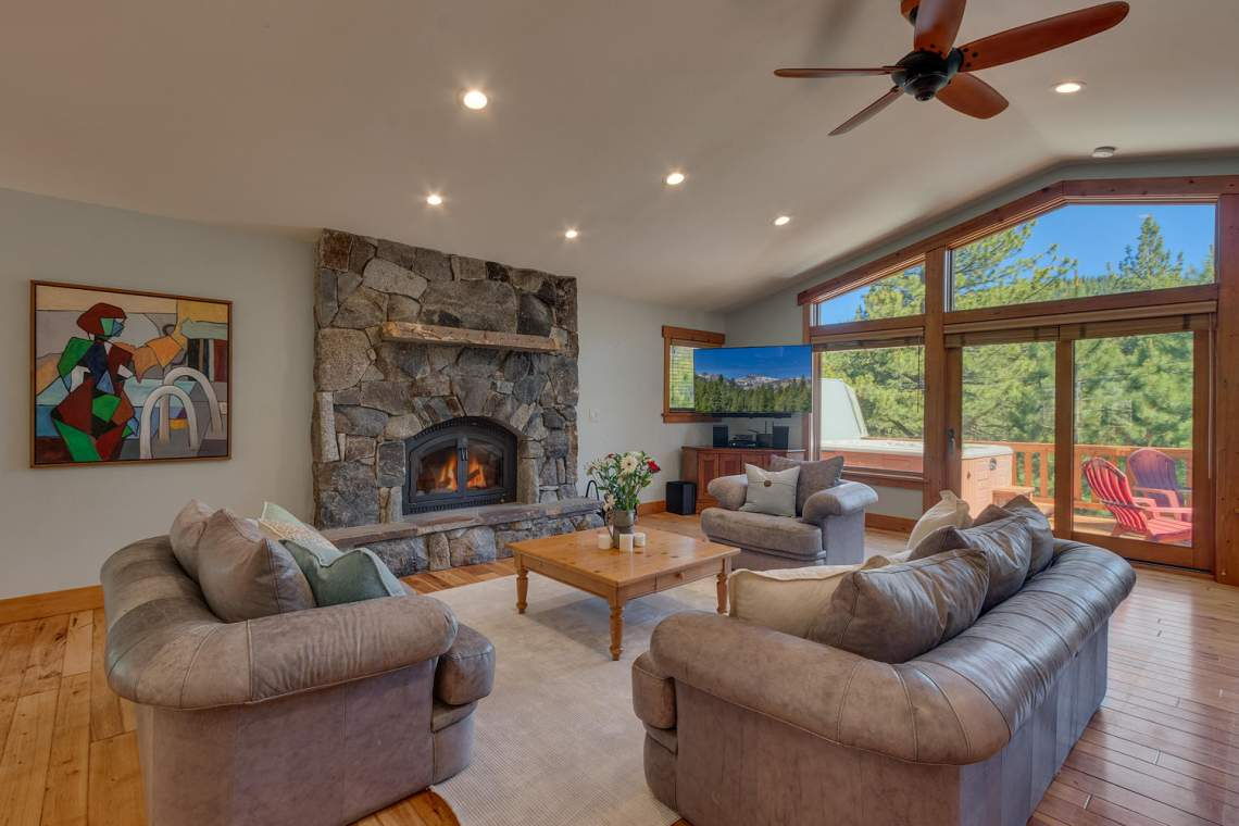 1204-Lanny-Ln-Olympic-Valley-large-003-005-Living-Room-1500x1000-72dpi