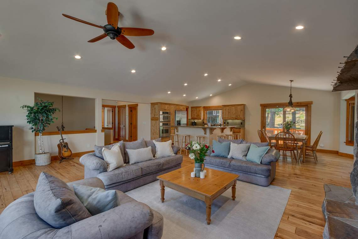 1204-Lanny-Ln-Olympic-Valley-large-004-004-Living-Room-1500x1000-72dpi