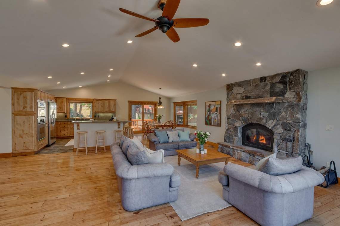 1204-Lanny-Ln-Olympic-Valley-large-005-006-Living-Room-1500x1000-72dpi