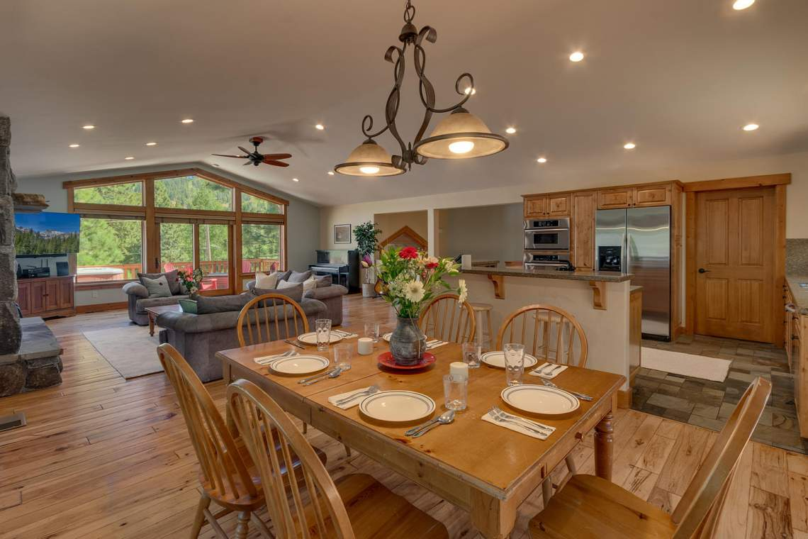 1204-Lanny-Ln-Olympic-Valley-large-010-012-Dining-RoomKitchen-1500x1000-72dpi