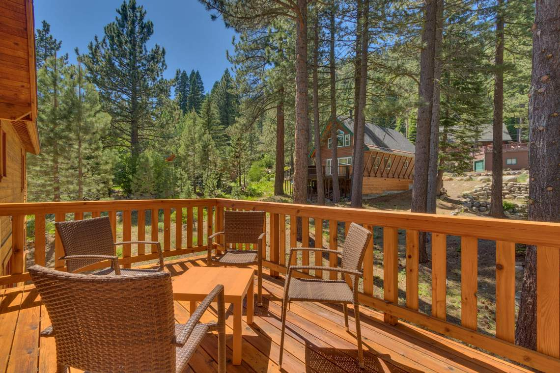 1204-Lanny-Ln-Olympic-Valley-large-011-017-Back-Patio-1500x1000-72dpi