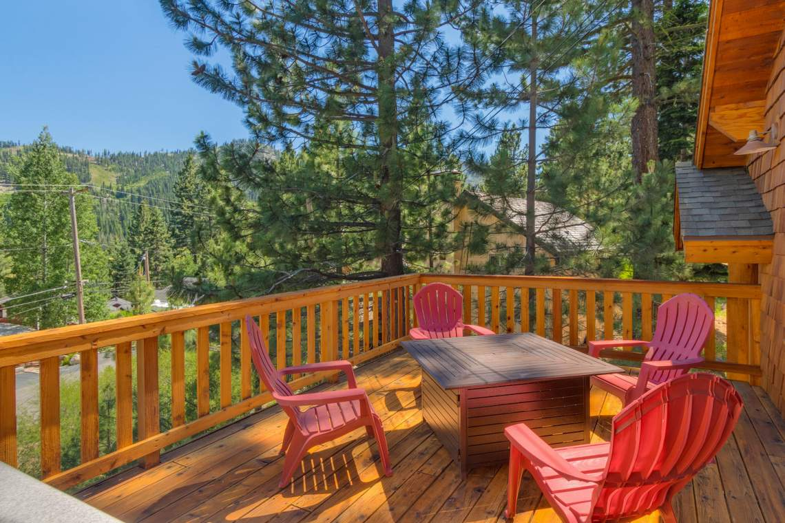 1204-Lanny-Ln-Olympic-Valley-large-013-007-Front-Patio-1500x1000-72dpi