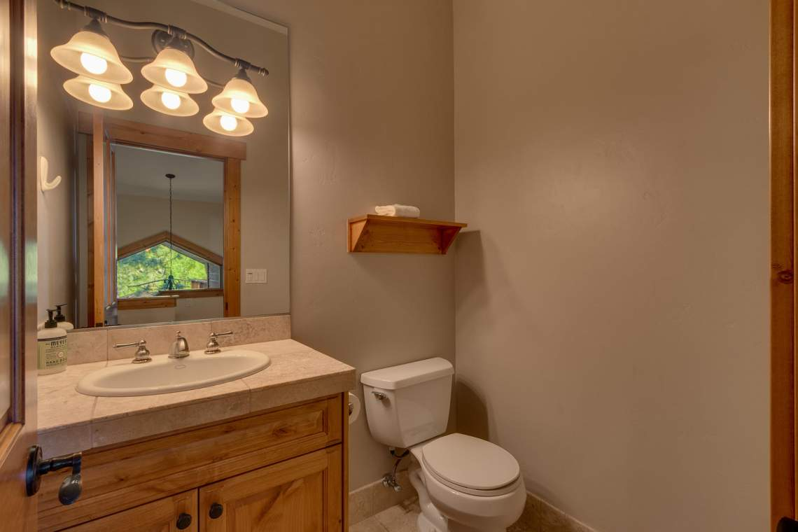1204-Lanny-Ln-Olympic-Valley-large-014-015-Half-Bathroom-1500x1000-72dpi