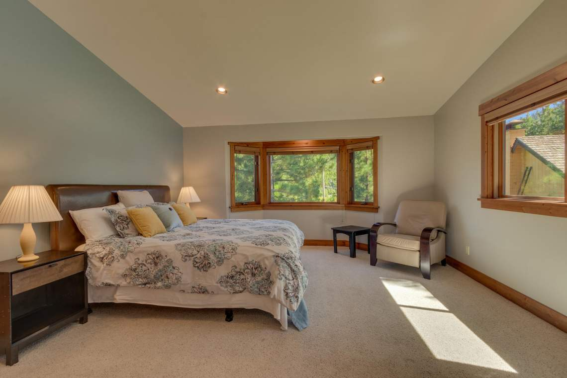 1204-Lanny-Ln-Olympic-Valley-large-015-024-Master-Bedroom-Ensuite-1500x1000-72dpi