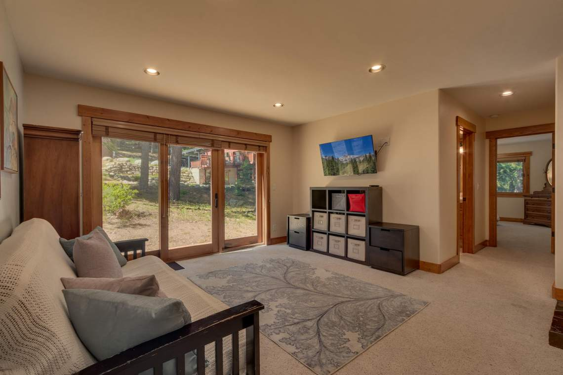 1204-Lanny-Ln-Olympic-Valley-large-018-023-Living-Room-1500x1000-72dpi