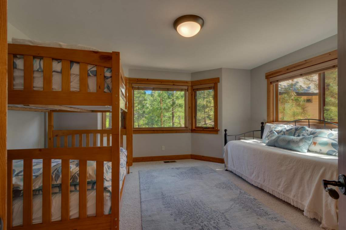 1204-Lanny-Ln-Olympic-Valley-large-021-020-Bedroom-1500x1000-72dpi