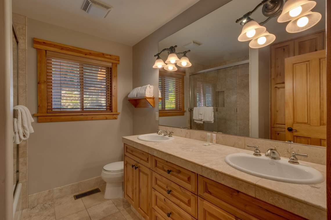 1204-Lanny-Ln-Olympic-Valley-large-022-014-Bathroom-1500x1000-72dpi