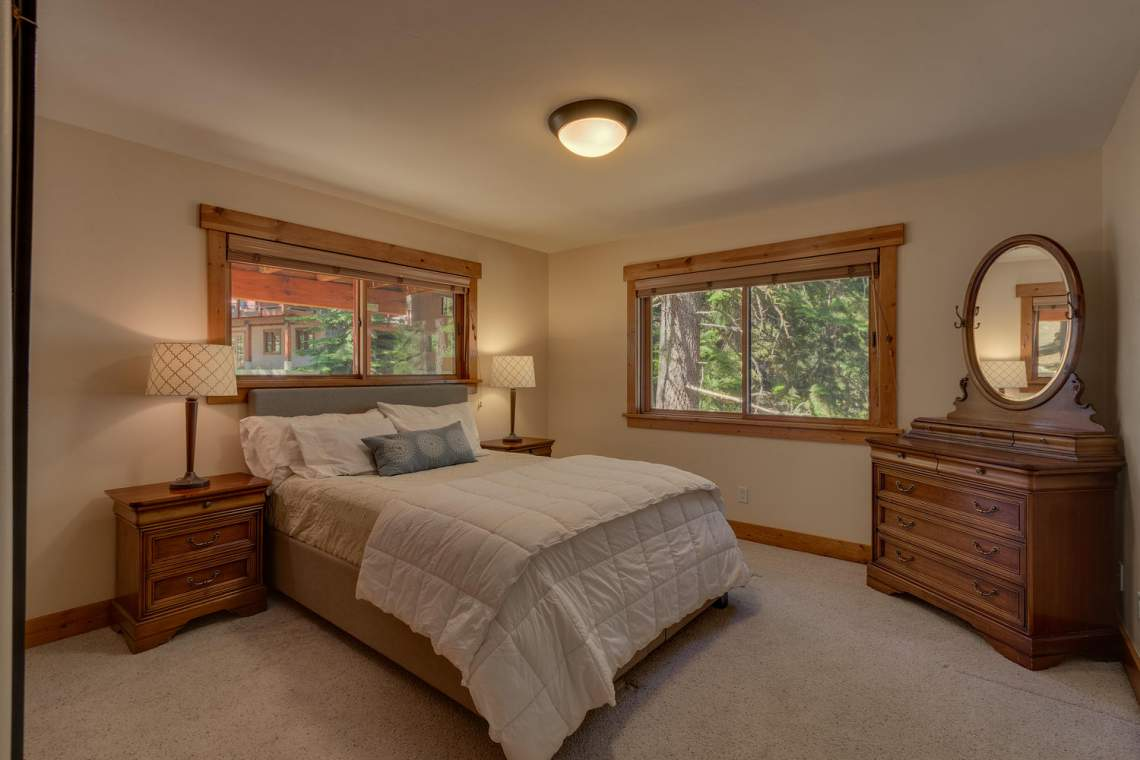1204-Lanny-Ln-Olympic-Valley-large-023-021-Bedroom-1500x1000-72dpi