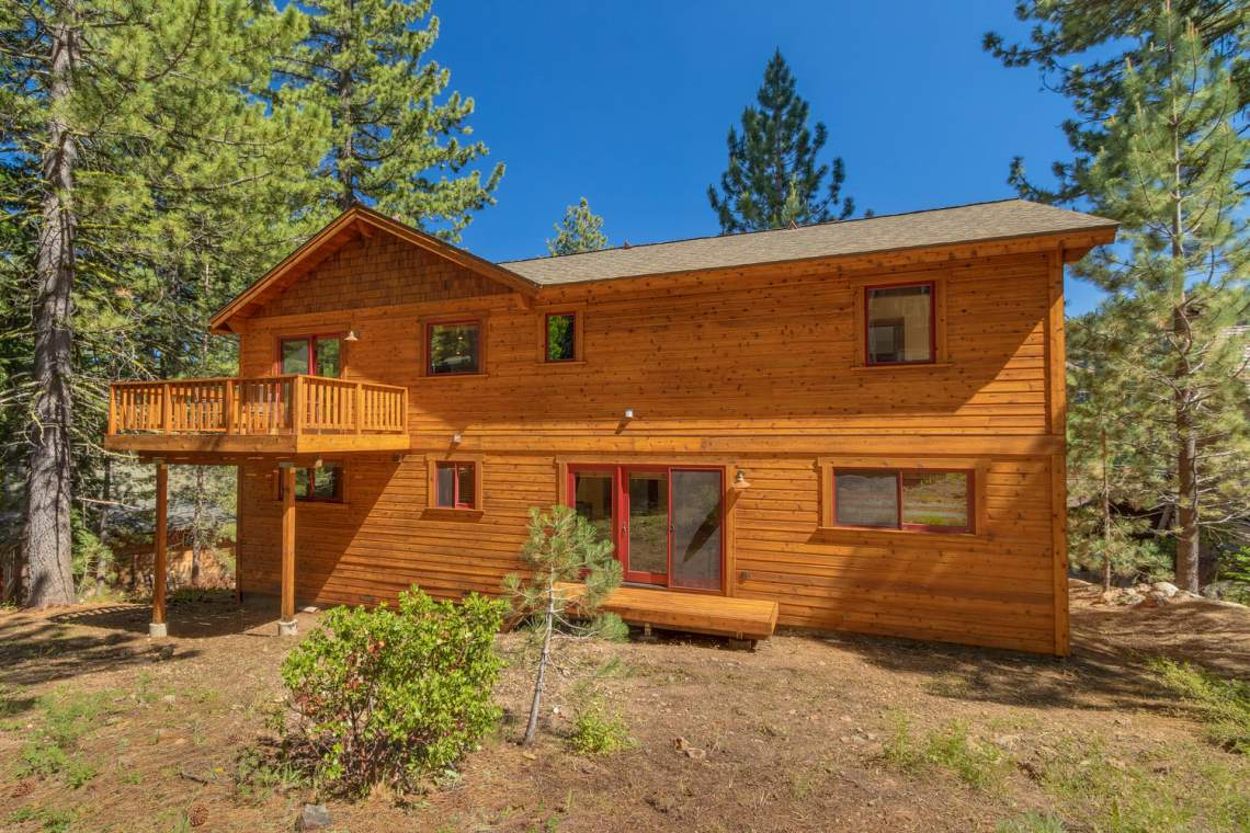 1204-Lanny-Ln-Olympic-Valley-large-024-003-Back-Exterior-1500x1000-72dpi