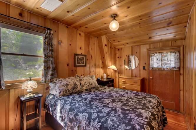 8193 Meeks Bay Ave Tahoma CA-small-033-33-Guest House Bathroom-666x445-72dpi