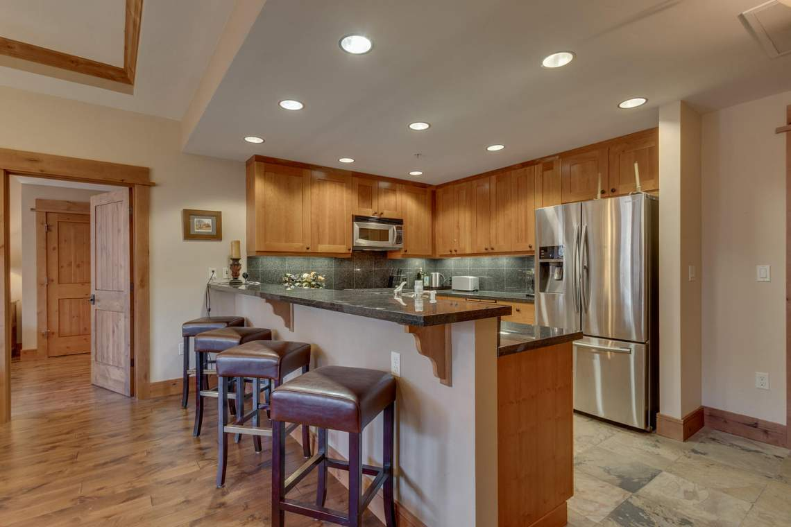 4001 Northstar Dr 403 Truckee-large-005-5-KitchenBreakfast Bar-1500x1000-72dpi