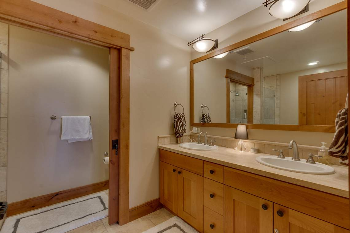 4001 Northstar Dr 403 Truckee-large-009-7-Bathroom-1500x1000-72dpi