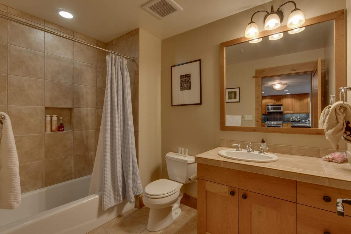 4001 Northstar Dr 403 Truckee-large-011-11-Bathroom-1500x1000-72dpi