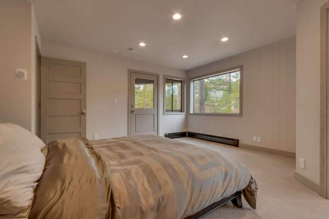 1370 Pine Trail Alpine Meadows-small-014-27-Master Bedroom Ensuite-666x444-72dpi