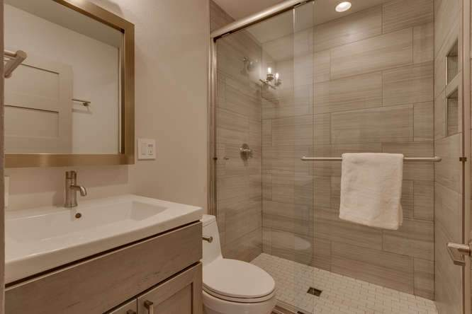 1370 Pine Trail Alpine Meadows-small-022-14-Bathroom-666x445-72dpi