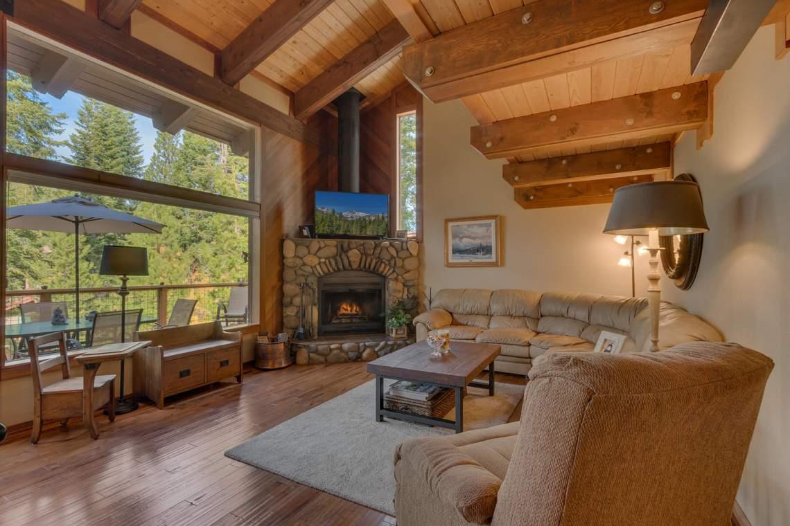 1440 Pine Trail Alpine Meadows-large-008-49-Living Room-1500x1000-72dpi