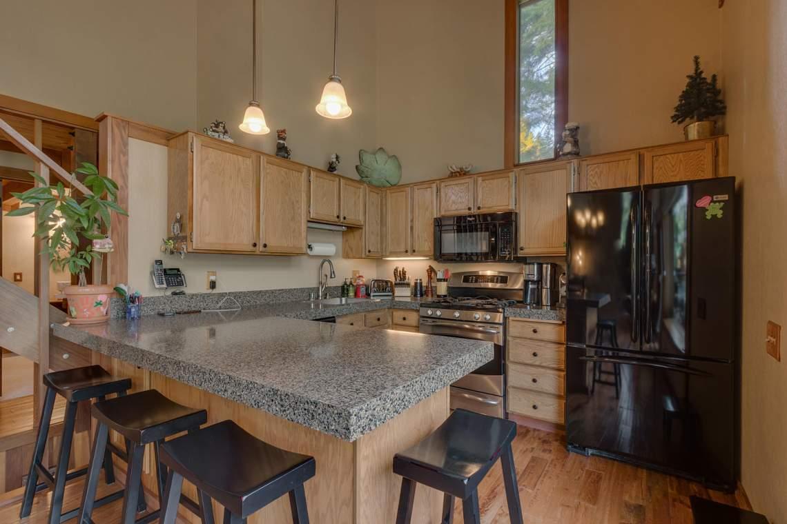 1440 Pine Trail Alpine Meadows-large-009-43-Kitchen-1500x1000-72dpi
