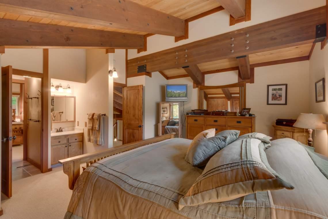1440 Pine Trail Alpine Meadows-large-014-46-Master Bedroom Ensuite-1500x1000-72dpi