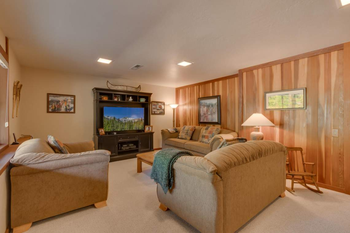 1440 Pine Trail Alpine Meadows-large-023-40-Family Room-1500x1000-72dpi