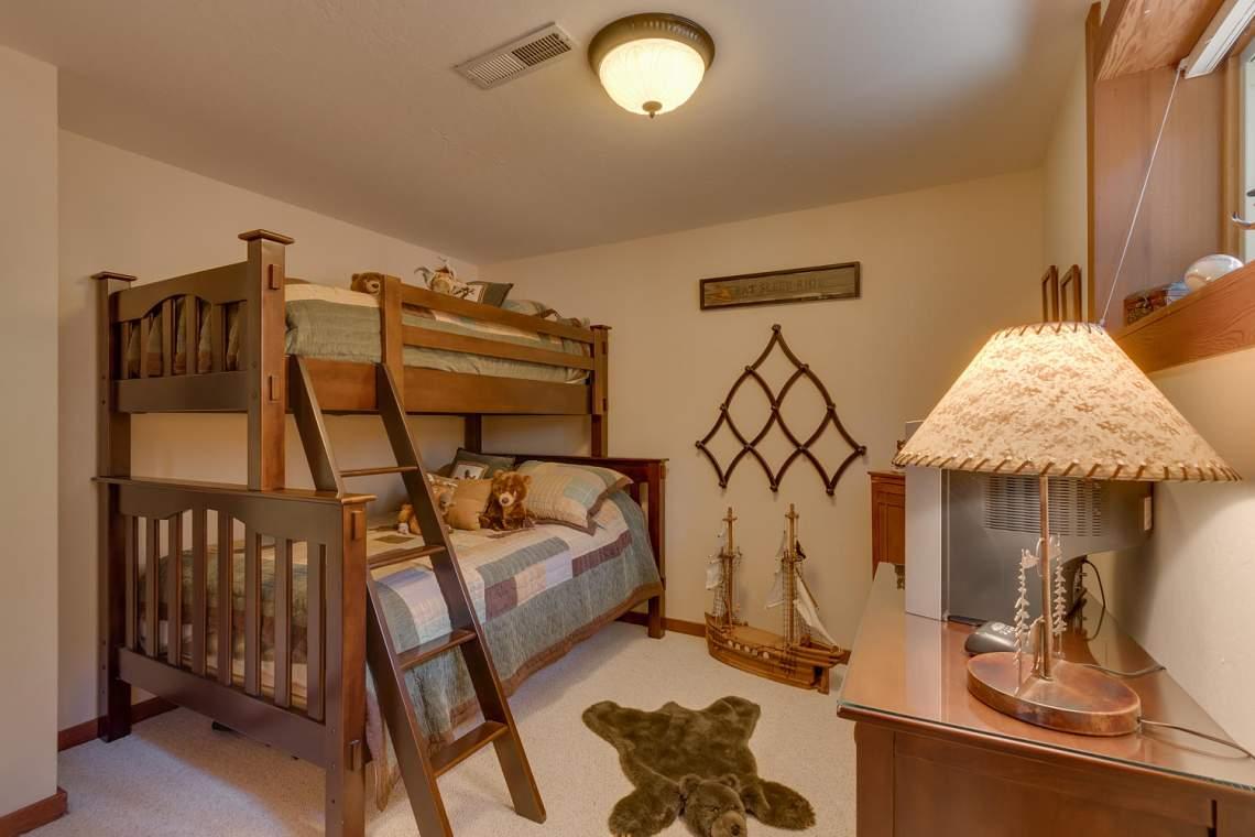 1440 Pine Trail Alpine Meadows-large-025-55-Bedroom-1500x1000-72dpi