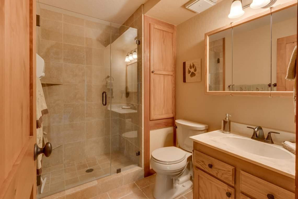 1440 Pine Trail Alpine Meadows-large-026-48-Bathroom-1500x1000-72dpi