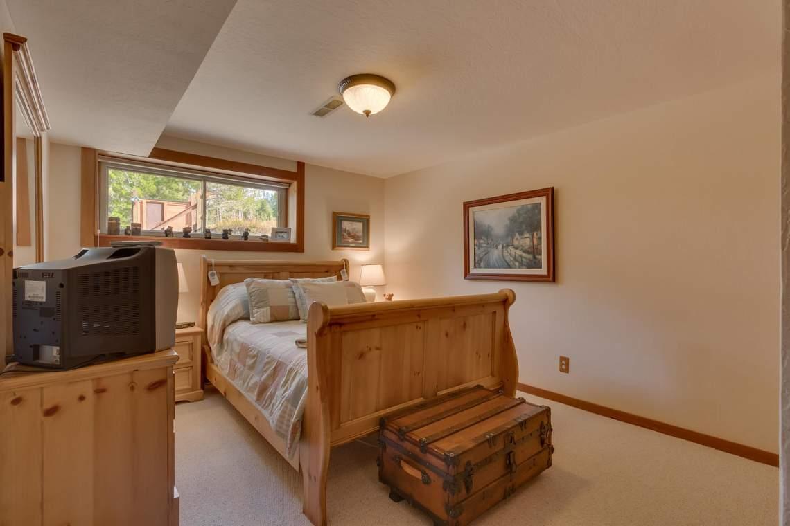 1440 Pine Trail Alpine Meadows-large-027-53-Bedroom-1500x1000-72dpi