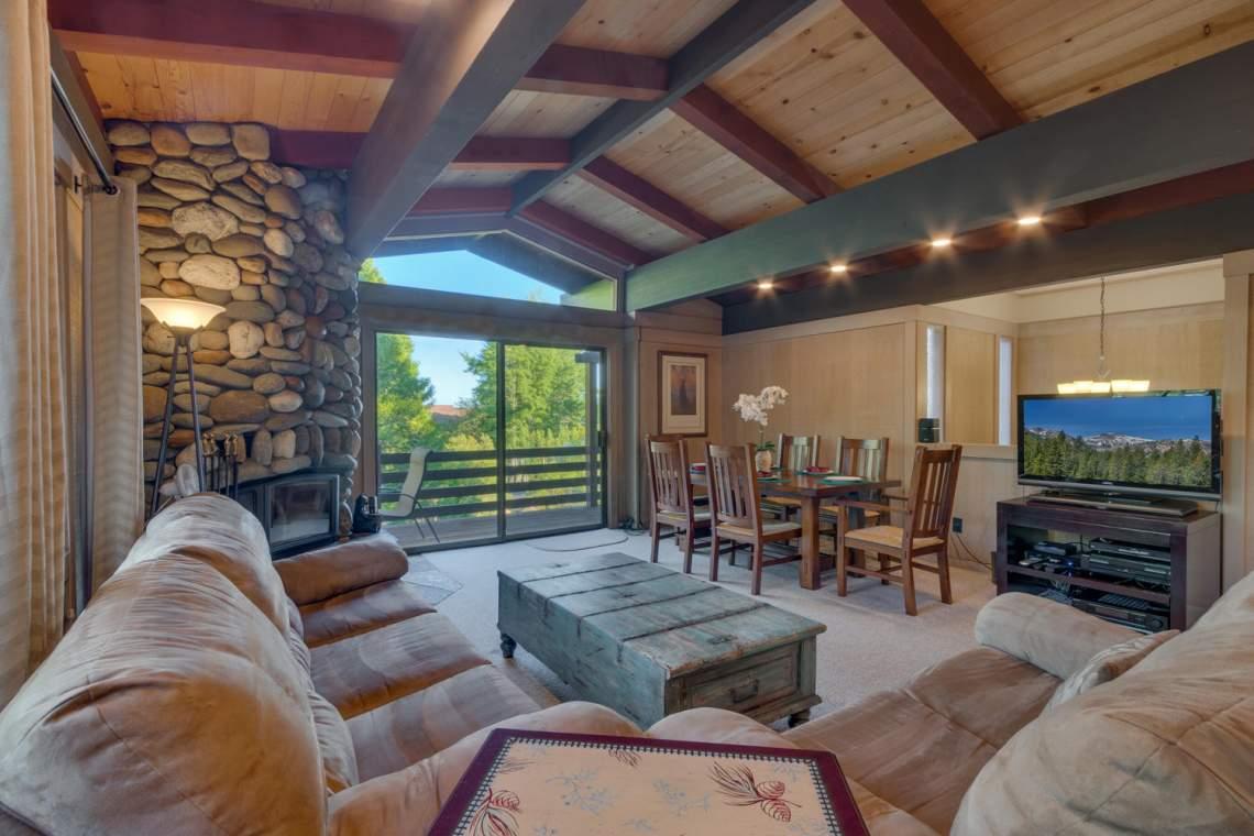 1877-N-Lake-Blvd-49-Tahoe-City-large-003-003-Living-Room-1500x1000-72dpi