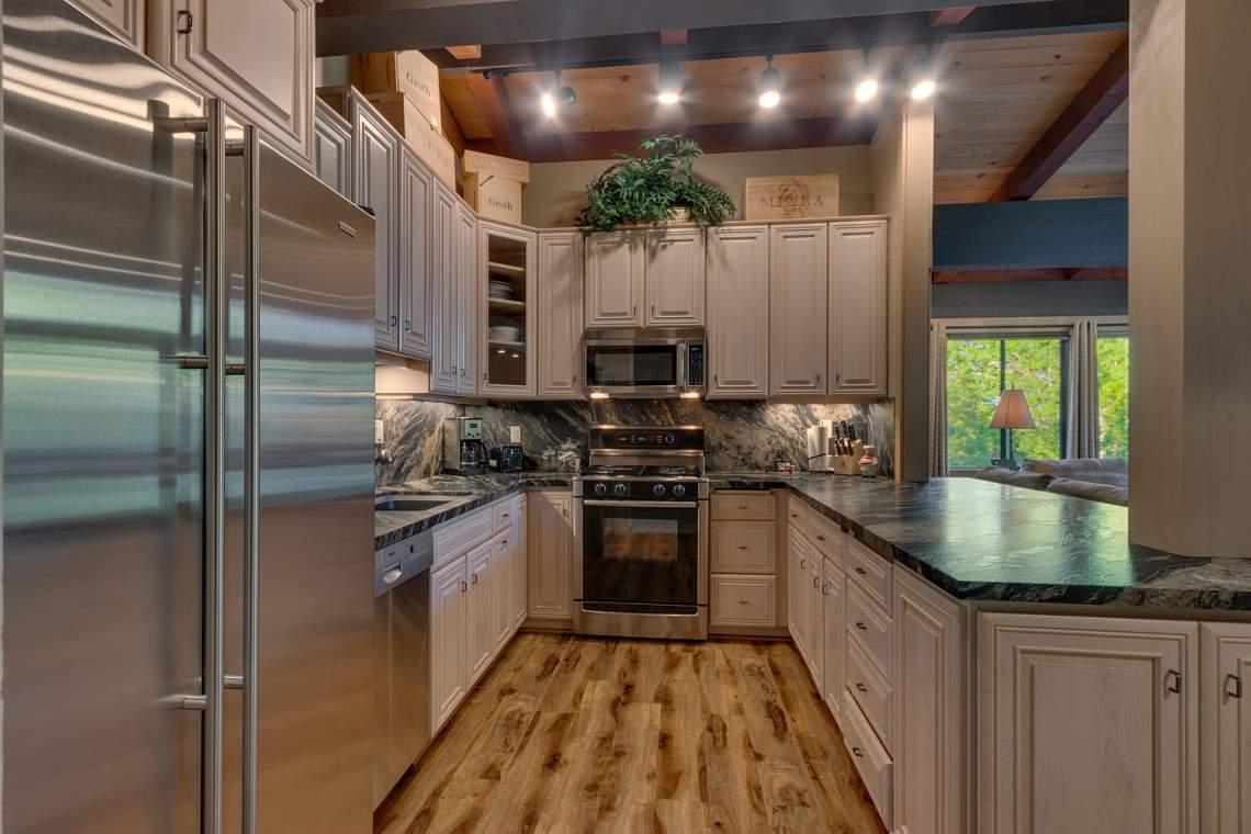 1877-N-Lake-Blvd-49-Tahoe-City-large-006-007-KitchenKeeping-1500x1000-72dpi