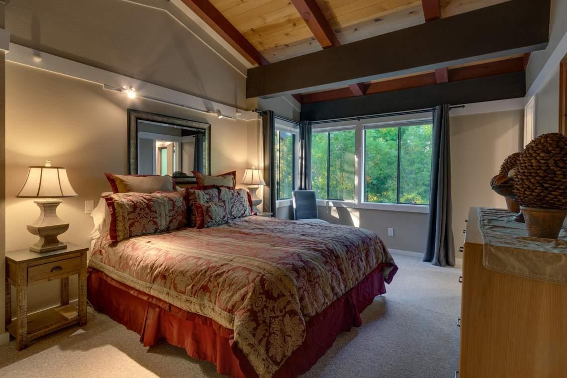1877-N-Lake-Blvd-49-Tahoe-City-large-010-006-Master-Bedroom-Ensuite-1500x1000-72dpi