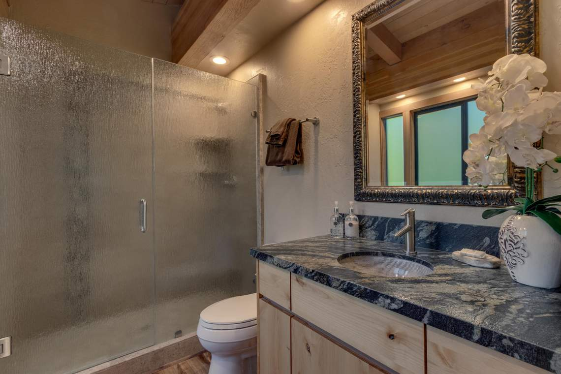 1877-N-Lake-Blvd-49-Tahoe-City-large-011-008-Master-Bedroom-1500x1000-72dpi