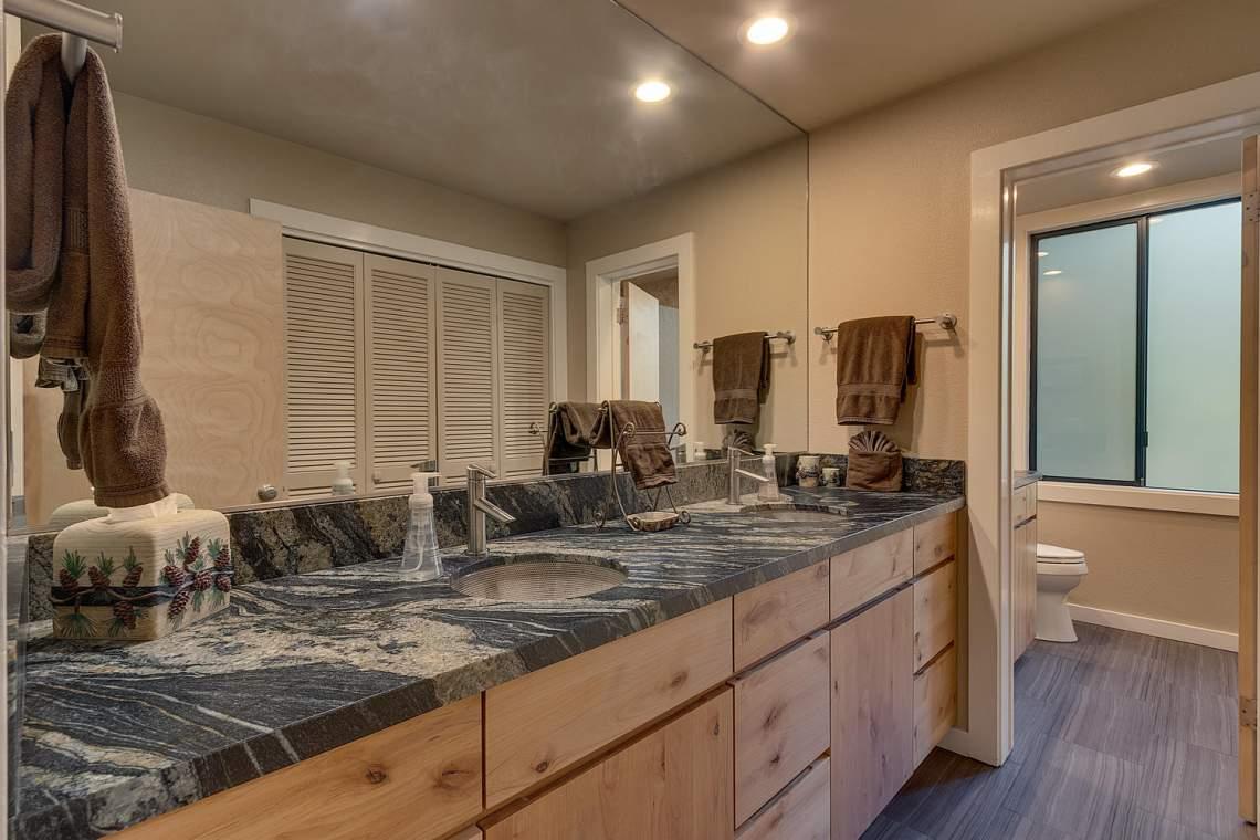 1877-N-Lake-Blvd-49-Tahoe-City-large-015-015-Bathroom-1500x1000-72dpi