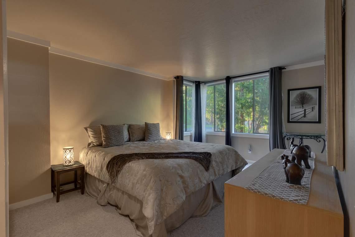 1877-N-Lake-Blvd-49-Tahoe-City-large-017-014-Bedroom-1500x1000-72dpi