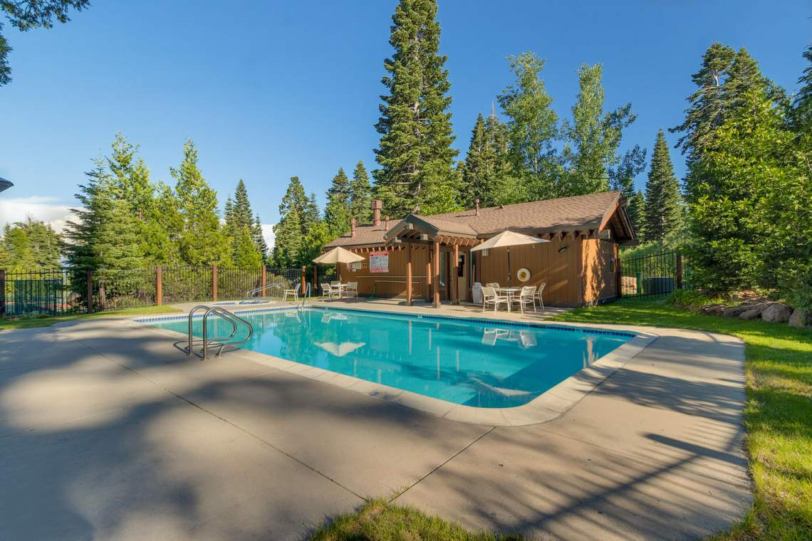 1877-N-Lake-Blvd-49-Tahoe-City-large-024-020-Amenities-1500x1000-72dpi