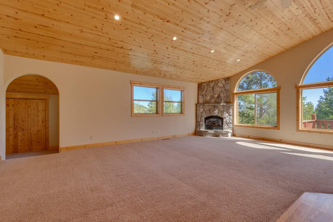 15071 Skislope Way Truckee CA-large-003-18-Living Room-1500x1000-72dpi