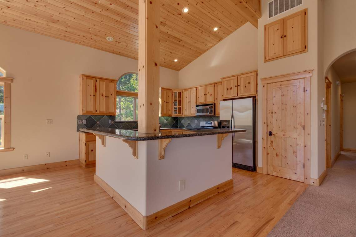 15071 Skislope Way Truckee CA-large-005-19-KitchenBreakfast Bar-1500x1000-72dpi