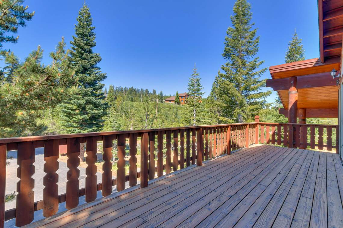 15071 Skislope Way Truckee CA-large-009-3-Front Patio-1500x1000-72dpi