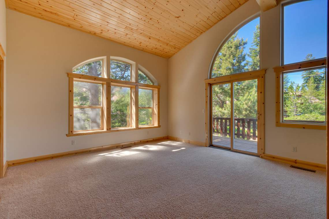 15071 Skislope Way Truckee CA-large-012-14-Master Bedroom Ensuite-1500x1000-72dpi