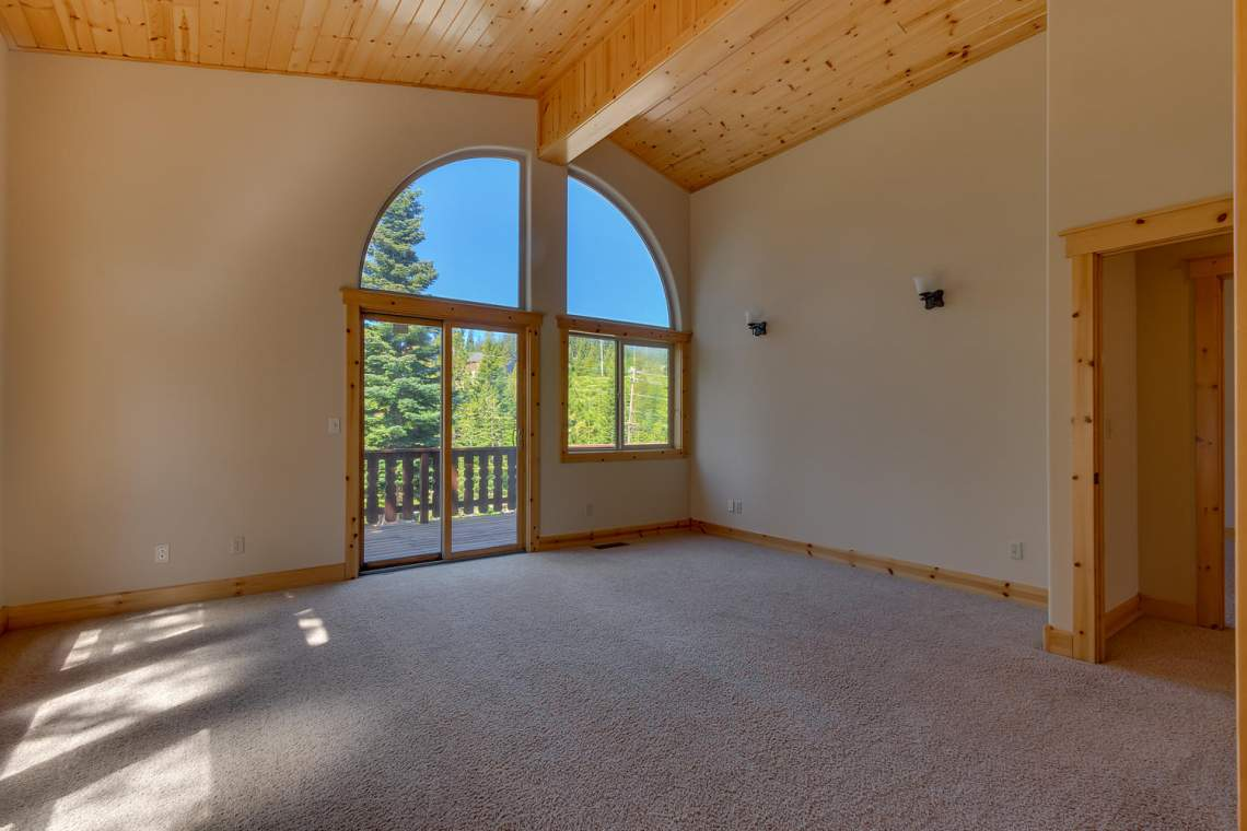 15071 Skislope Way Truckee CA-large-014-13-Master Bedroom Ensuite-1500x1000-72dpi